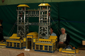Photo: Double towered headframe Each of the four lifts has six cabins Roger MARTIN