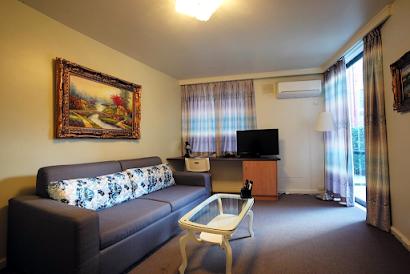 Albert Street Apartment, East Melbourne