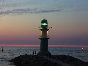 Photo: Hafenausfahrt nach Sonnenuntergang