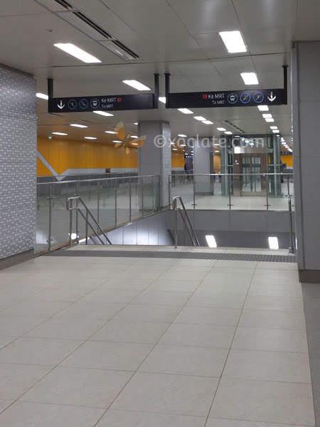 Menuju Peron MRT Jakarta