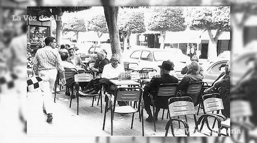 Mayo y la vida en los cafés del Paseo