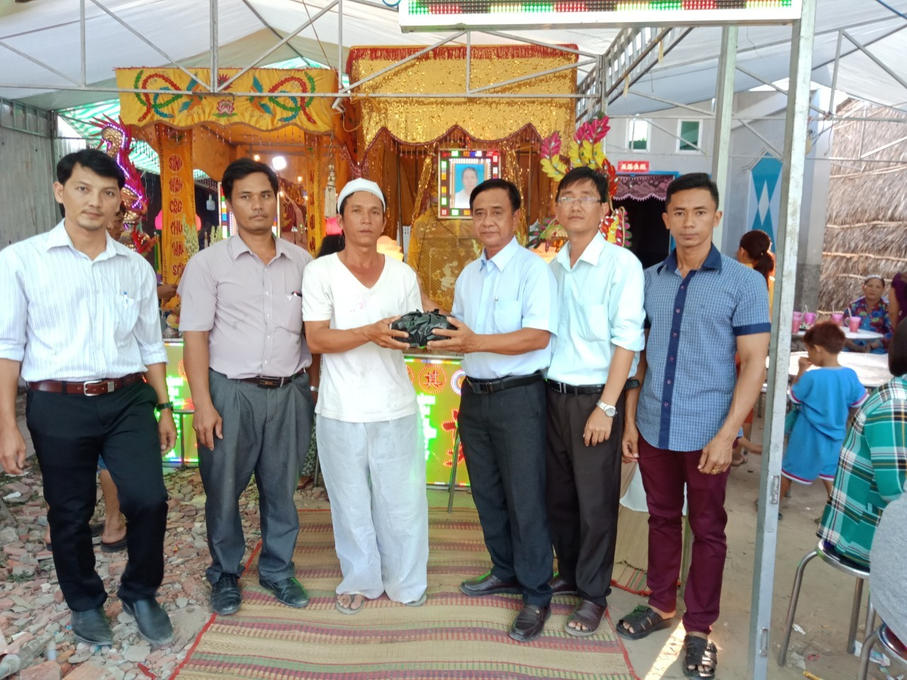 Chi hội Chữ Thập Đỏ trường THCS Thị trấn Châu Thành - Chia sẻ để vơi đi những nỗi đau thương tâm, bất hạnh