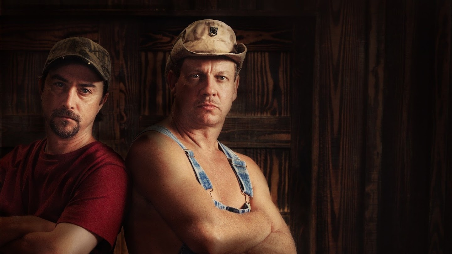 Watch Moonshiners: Outlaw Cuts live