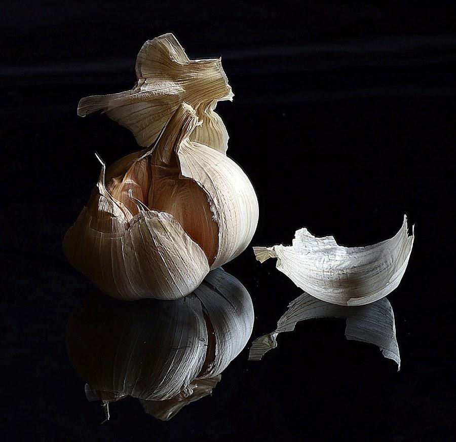 garlic reflect by Angelo Jadulco - Food & Drink Fruits & Vegetables ( reflection, garlic, mirrored, black )