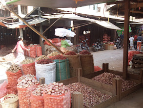 Photo: Následující sekvence fotek zachycuje ruch mandalayské tržnice.