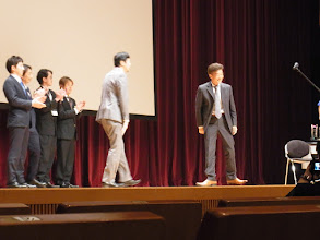 Photo: 土屋先生から山崎先生へ