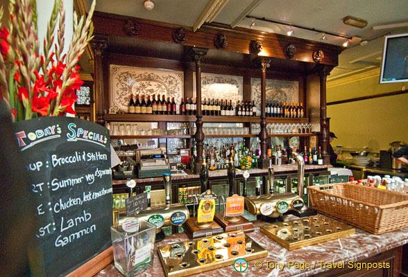 Photo: Punch Tavern, London