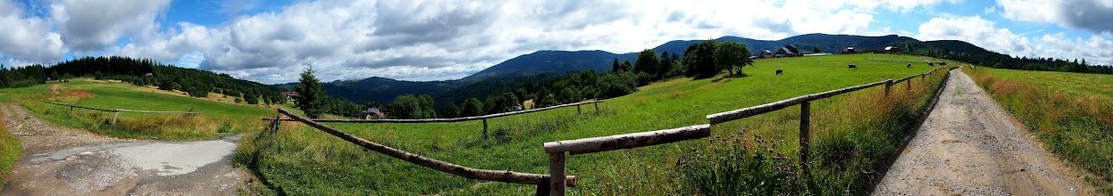 Photo: Dzisiejszy plan to zjazd z Pilska zielono-niebieskim szlakiem na Słowację. Zaczynamy w Żabnicy i czarnym szlakiem udajemy się na Halę Boraczą. Dzisiaj towarzyszy mi Łukasz.