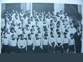 Photo: La Escolanía dirigida por Baldomero. Aparecen Vicente Suárez (hoy P.Vicente Suárez, Misionero en Perú) y el P.Pedro Sánchez.
