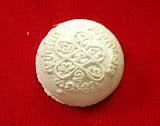 ลูกอมยันต์ห้า ผงพรายกุมาร หลวงพ่อสาคร วัดหนองกรับ ปี ๒๕๔๘ เนื้อขาว สวยๆพร้อมกล่องเดิมๆ