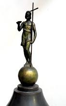 Photo: Keresztelő Szent János bronz szobra a keresztelőmedence tetején.