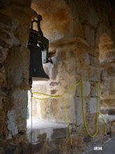 Photo: Campana con las cuerdas dispuestas para tocar el repique