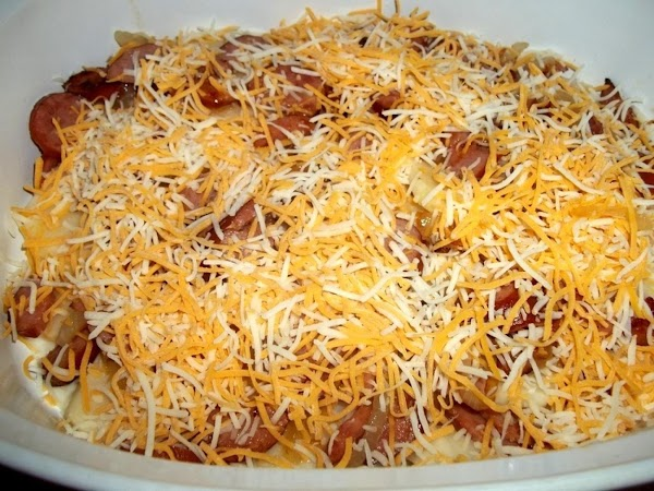 In a 4 quart casserole. Ladle enough sauce to cover the bottom of the...