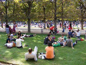 Photo: Now back in the Luxembourg Garden, where it seems that le tout Paris is enjoying the fine September Sunday weather.