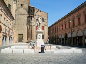 Photo: 21e Dag, woensdag 5 augustus 2009 Ferrara ,vertrek: 08.10 uur Bologna, aankomst: 15.30 uur Temp. maximum: 32 graden, Wind: 2 Bfr, Windrichting: w. Weerbeeld: regen en bewolkt Dag afstand: 76,9 km, Tijd: 5:16:10 uur, Gemiddelde: 14.5 km Totaal gereden: 1631 km Bologna