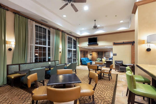 Hampton Inn & Suites-Austin Airport