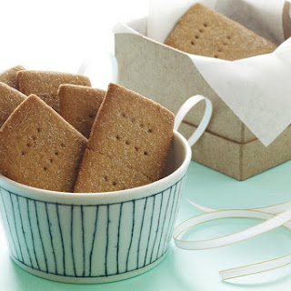 Walnut-Maple Graham Crackers