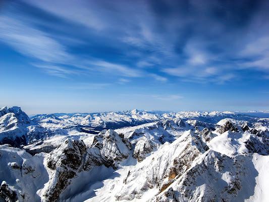 La neve pose una tovaglia silenziosa su tutto.(F. Pessoa) di manolina