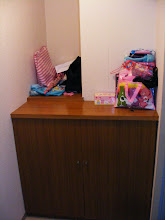 Foto: Scarpiera e poggia borse! La catasta sulla destra erano i miei acquisti da usare solo in Italia!