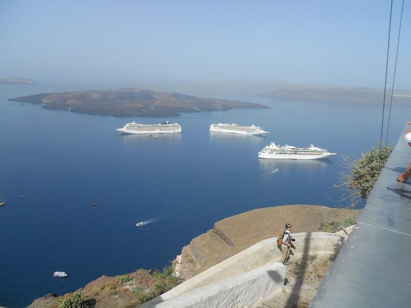 Giugno, Santorini super visitata di streganunzia