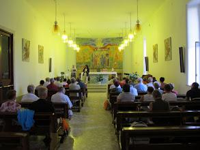 Photo: It.s1P20-141007Père Gennaro, vice directeur, dans une chapelle du Sanctuaire N.D. du Rosaire à Pompéi  IMG_5558