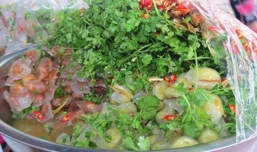 Đi chợ Đông Ba ăn hàng 3
