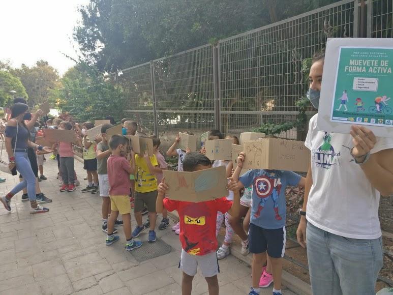 Han participado CEIP Madre de la Luz, CEIP Adela Díaz, CEIP Freinet, CEIP Inés Relaño, CC Ciudad de Almería, CC Divina Infantita e IES Alborán, junto al grupo de voluntariado de Greenpeace en la zona.