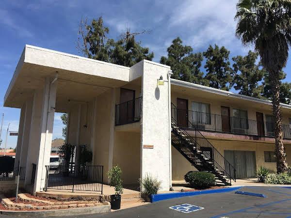 Vista Pines Motel