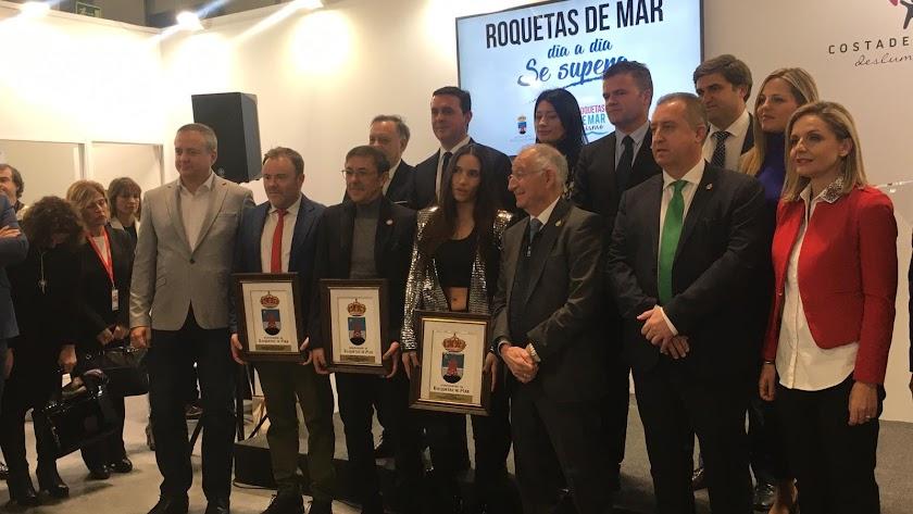 Foto de familia de los premiados por el Ayuntamiento de Roquetas.