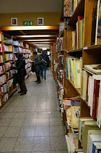 Photo: La librería de segunda mano mayor que he visto en mi vida: Pele Melé.