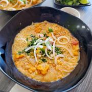 Tomato Crab and Pork Vermicelli Soup (Bun Rieu)
