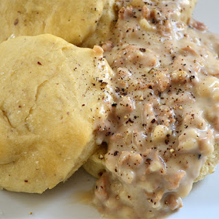 Simple Homemade Vegan Country Style Pepper Sausage Gravy.