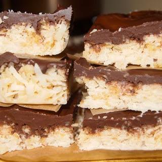 No Bake 4-Ingredient Dark Chocolate Coconut Bars