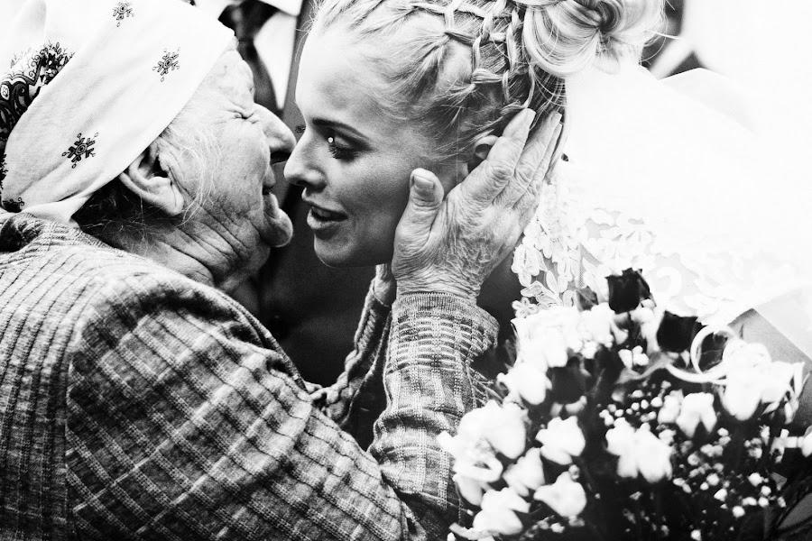 Wedding photographer Vasiliy Tikhomirov (BoraBora). Photo of 16.05.2013