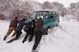 Photo: aby sme poobede vyšli, všetok sneho spod kocabky sme pre istotu hneď odhádzali