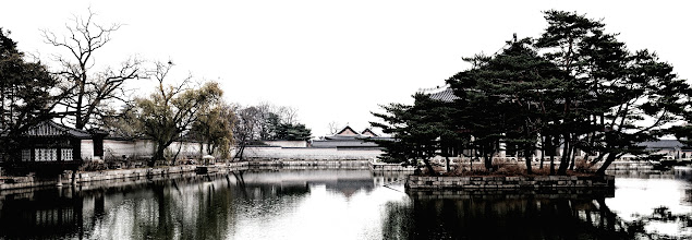 Photo: A panoramic view of the Gyeonghoeru pond.