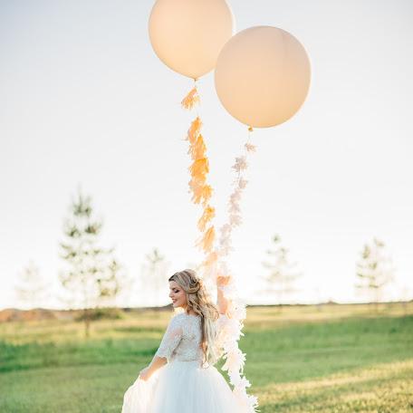 Wedding photographer Viktoriya Antropova (happyhappy). Photo of 18.06.2017