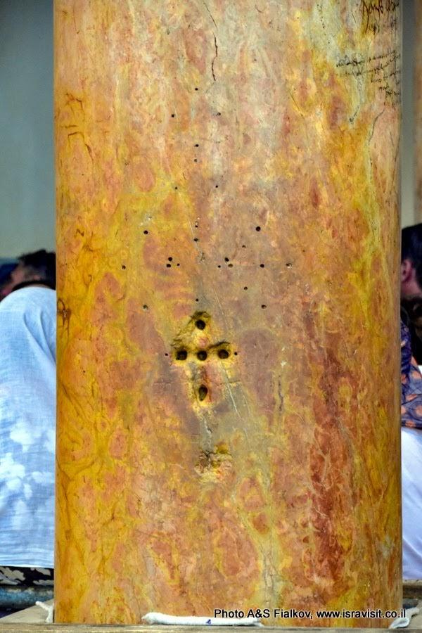 Колона с крестом в Храме Рождества Христова. Вифлеем.