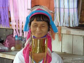Photo: Birmanie-Lac Inlé, Le village d'Ywa Ma. Femmes girafes.