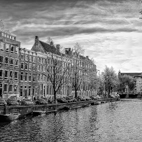 Beautiful afternoon in Amsterdam by Wira Suryawan - Black & White Buildings & Architecture ( water, amazing, dam, photographer, amsterdam, landscape, photography,  )