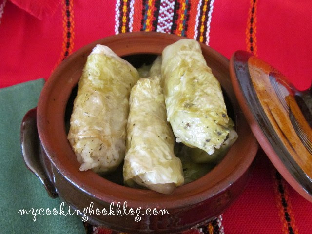 Родопски сарми с кисело зеле, ориз и сланина