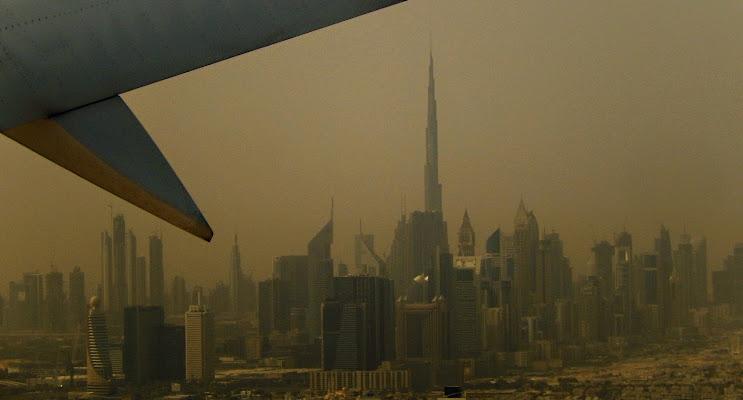 Quando la sabbia del deserto circostante avvolge Dubai di Rodema