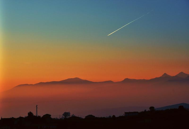 Una scheggia nel tramonto. di Francesco Abate