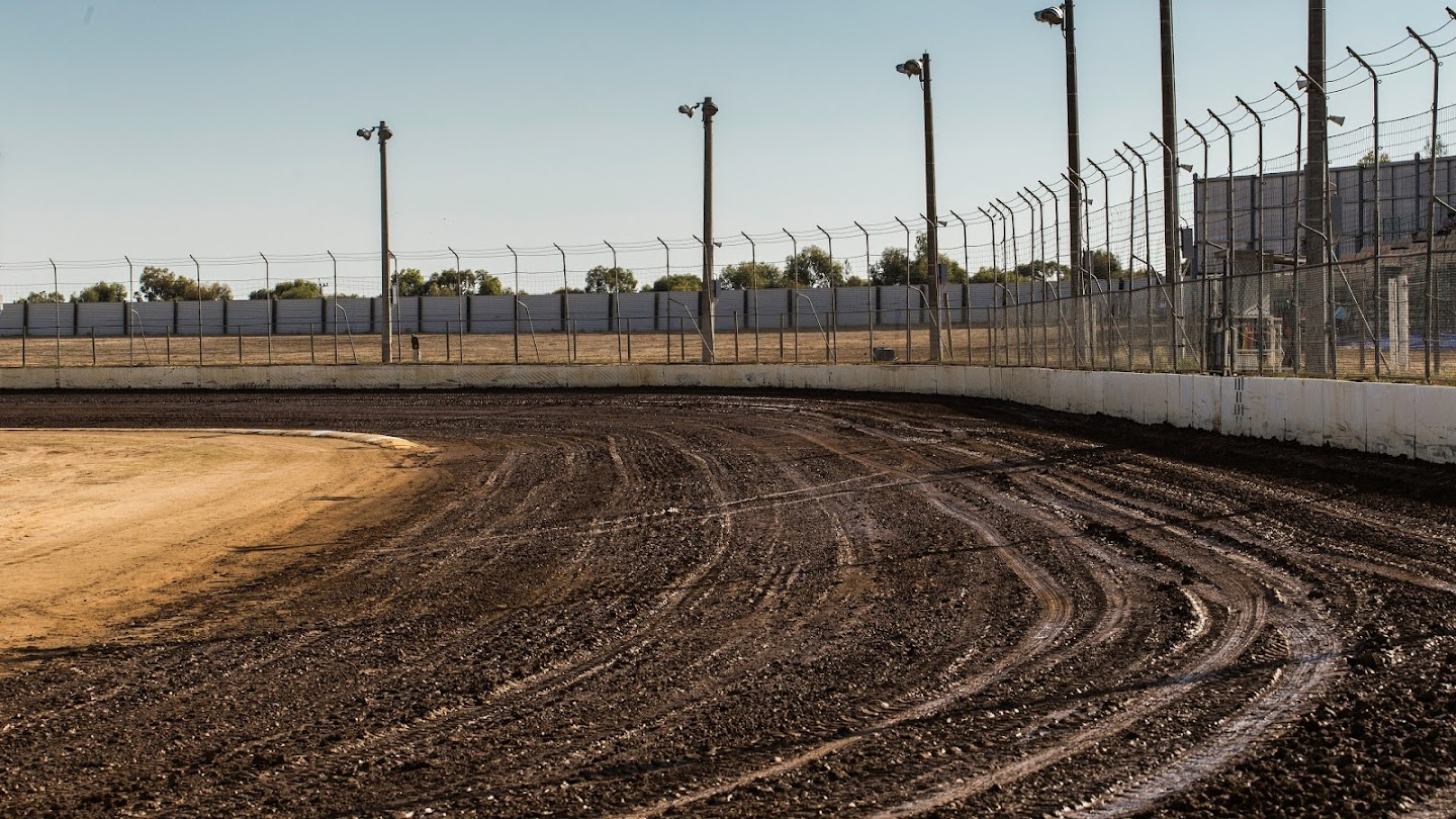 Watch The World of Outlaws: It's Dirt Baby! live