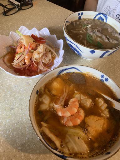 每次來吃必點泰式海鮮酸辣河粉  湯頭偏甜 我超愛 涼拌海鮮也很好吃