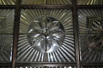 Photo: Detail socrealistické skleněné výplně v interiéru PKV.