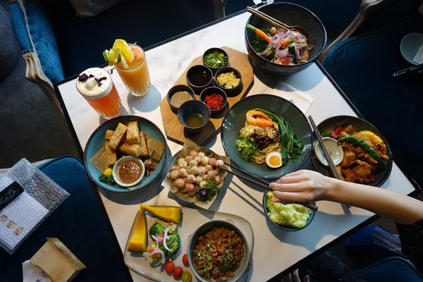 O' IN Tea House(草悟道門市)│勤美綠園道旁森林系網美餐廳、IG打卡熱門點、宮廷風浮誇餐廳