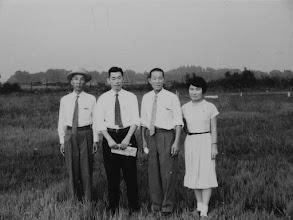 Photo: 大平原の小平霊園に立つT姉と長老等。