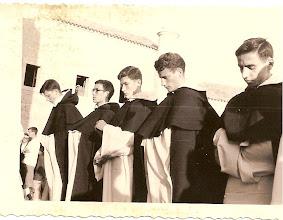 Photo: De izquierda a derecha: Toma de hábito de los Novicios Valdés, Eleuterio, Preciado, José Luis Tascón, Santos López.