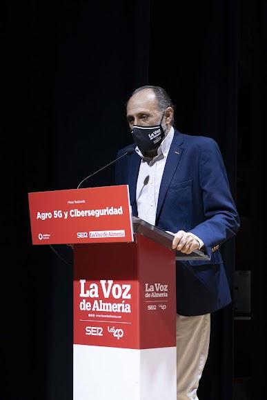 El director de Agricultura 2000, Jacinto Castillo, dando la bienvenida al acto.